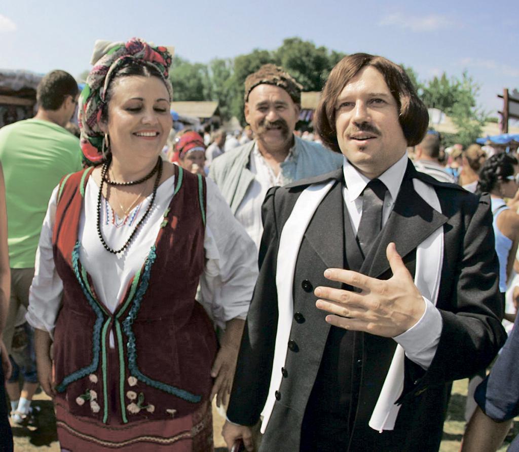 Актор в образі Миколи Гоголя на Сорочинському ярмарку