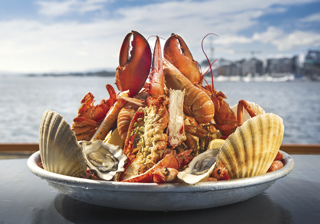 seafood-platter-plateu-des-fruits-de-mer-at-solsiden-restaurant-03402d-hm