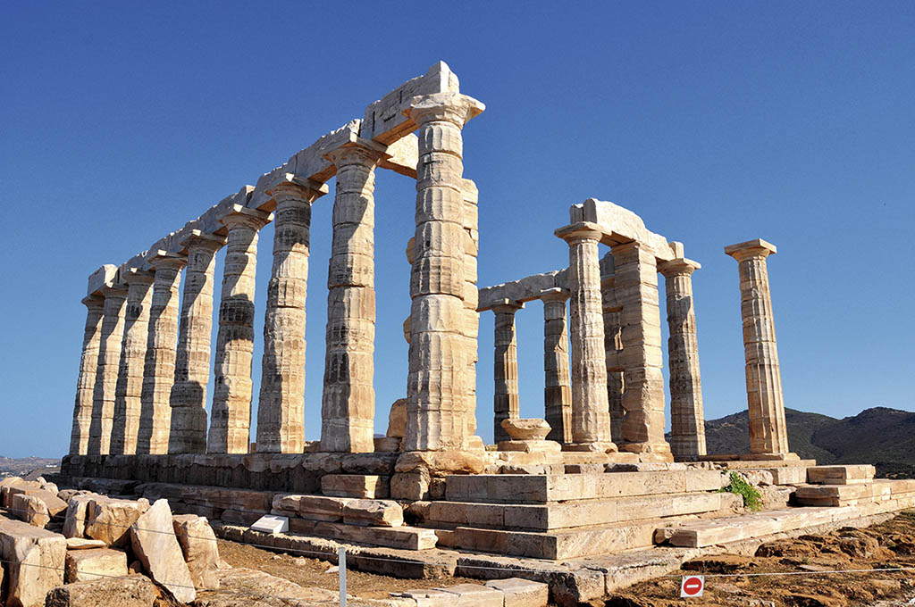 Храм Посейдона побудований 440 років до н. е. і був діючим принаймні до І століття нашої ери