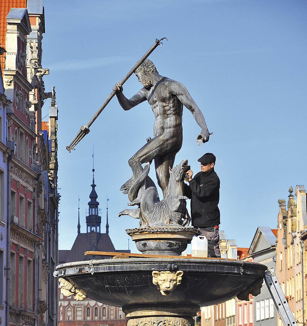 Фонтан Нептуна в центрі Гданська
