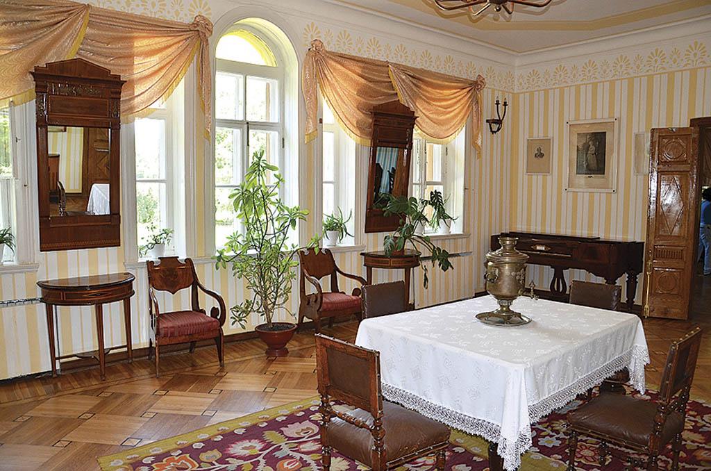 Кімната у будинку Гоголя. Зараз тут музей