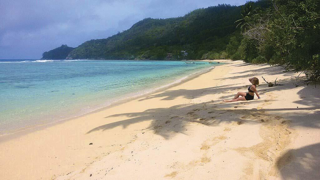 Анс Форбанс Відлюдний і віддалений пляж, смуга піску завдовжки з кілометр, де ніколи нікого немає. Красивий, з пальмами і неглибоким морем. Тут є кораловий риф, котрий захищає тиху воду біля берега від хвиль, підступних течій та акул