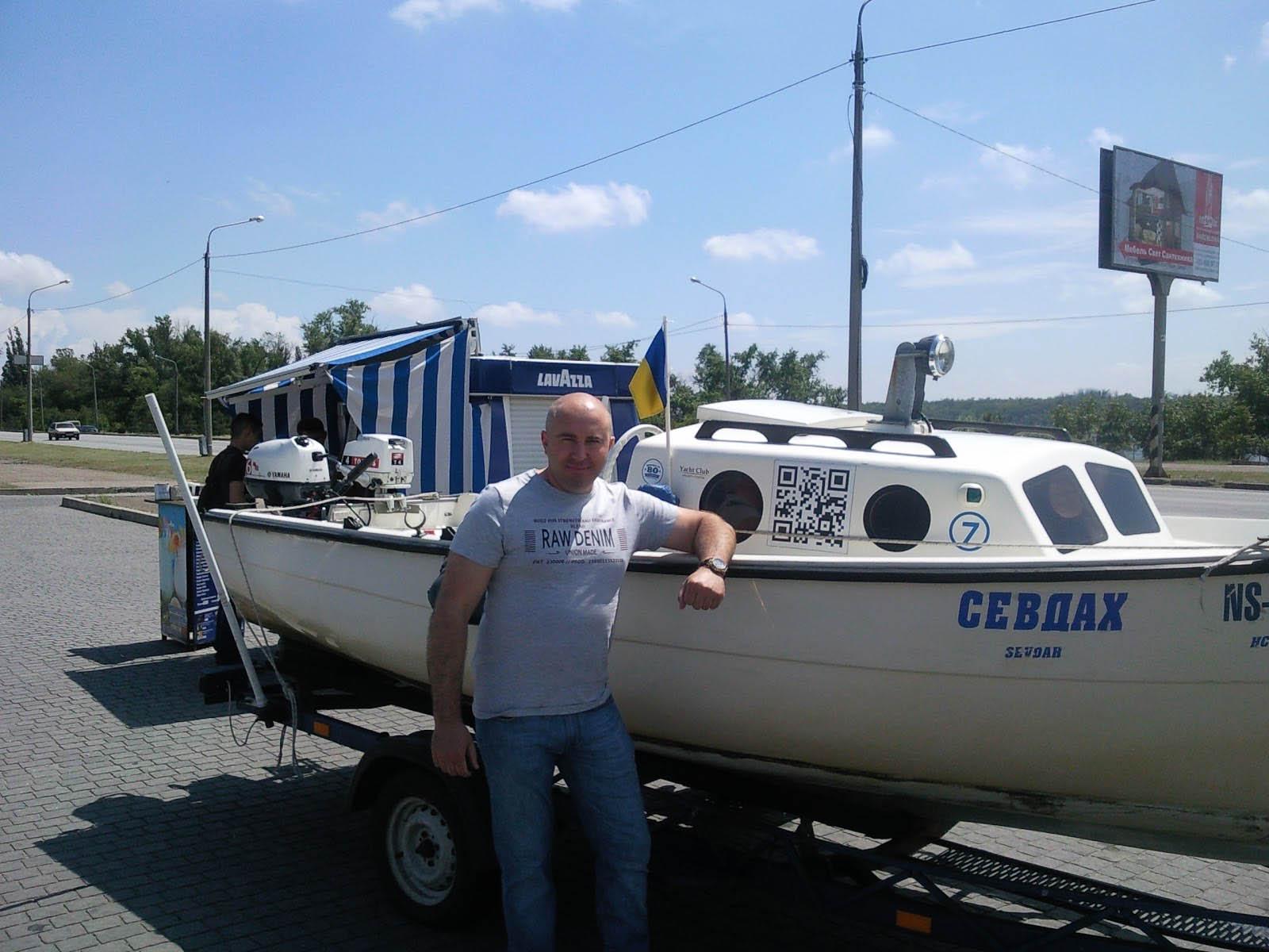 Директор 7 причалу в Запоріжжі допоміг перевезти мій човен на інше море