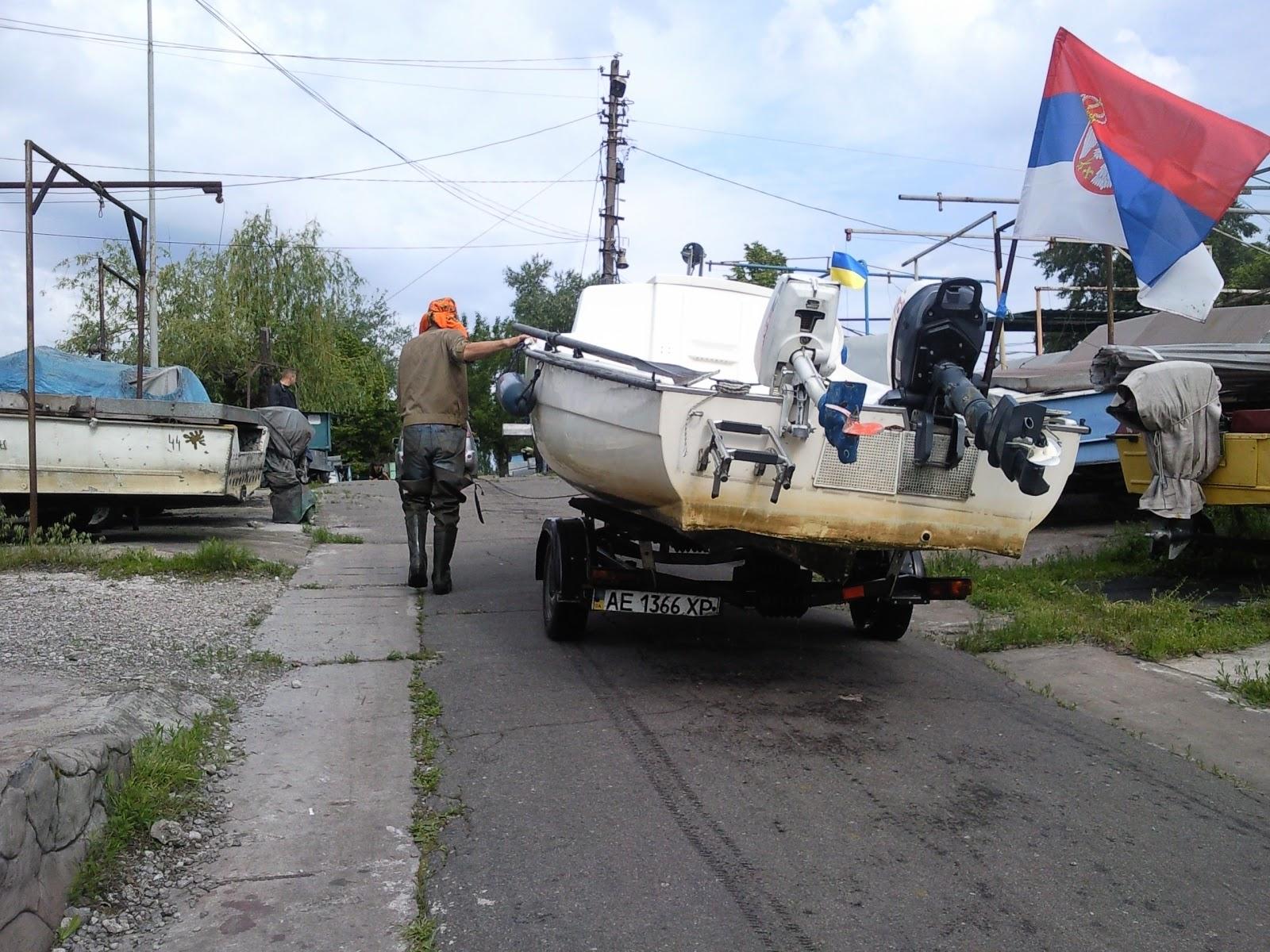 """Човен """"Севдах"""" перевозять у Кам'янську, щоб не платити 40 доларів за шлюзування"""