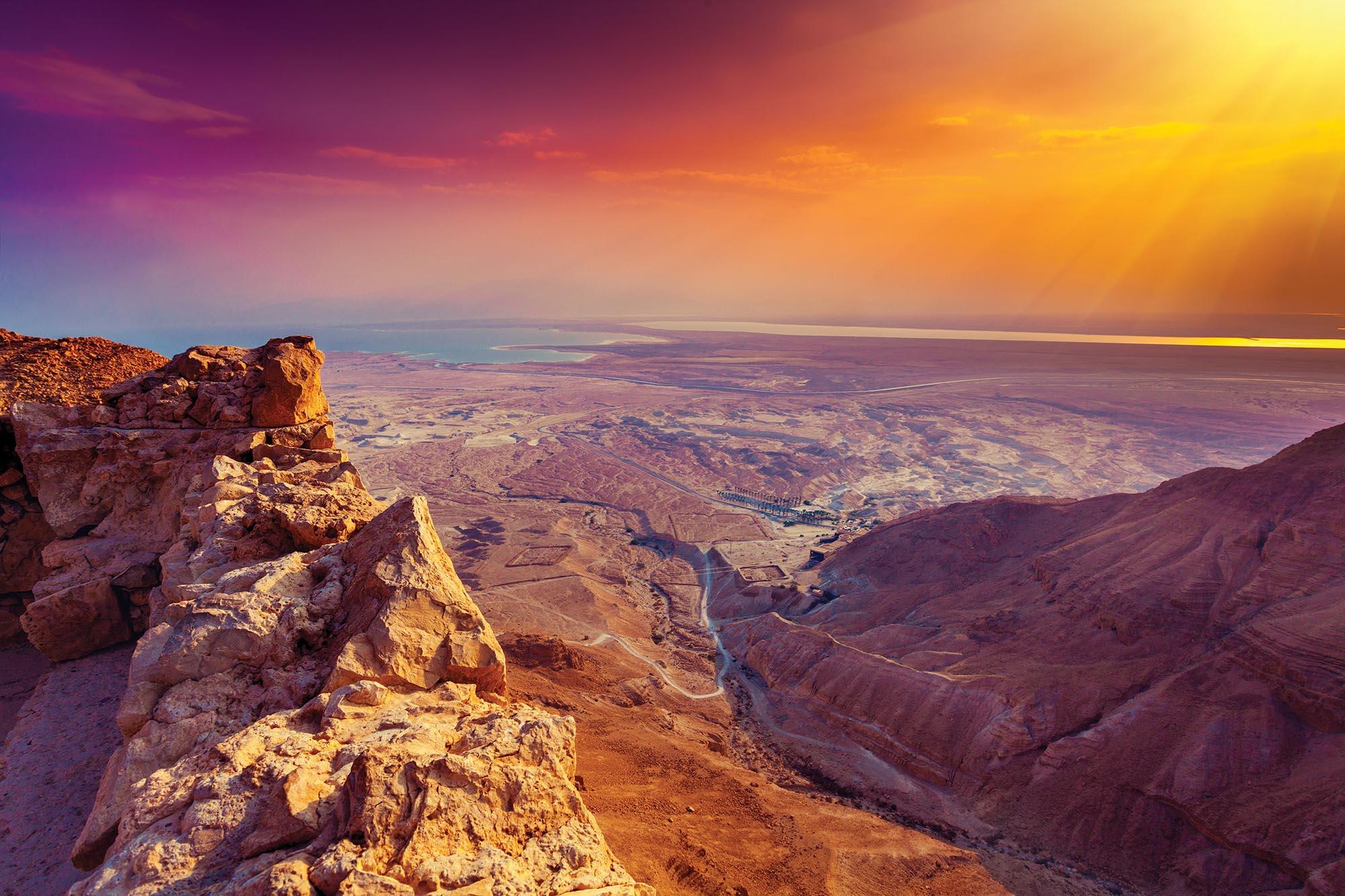 Світанок у Юдейській пустелі. Мандрівки пустелею – це новий туристичний продукт в Ізраїлі. Фермерські господарства у пустелях приймають туристів, там є комфортні будинки з усіма зручностями. Там ніколи немає натовпів, дивовижні вечори та ранки, свіжі продукти, гарне вино, зорі уночі і безмежна тиша. У пустелі є і активності – катання на джипах чи верблюдах, велосипедні маршрути, пішохідні тури, марафони, фестивалі, концерти!